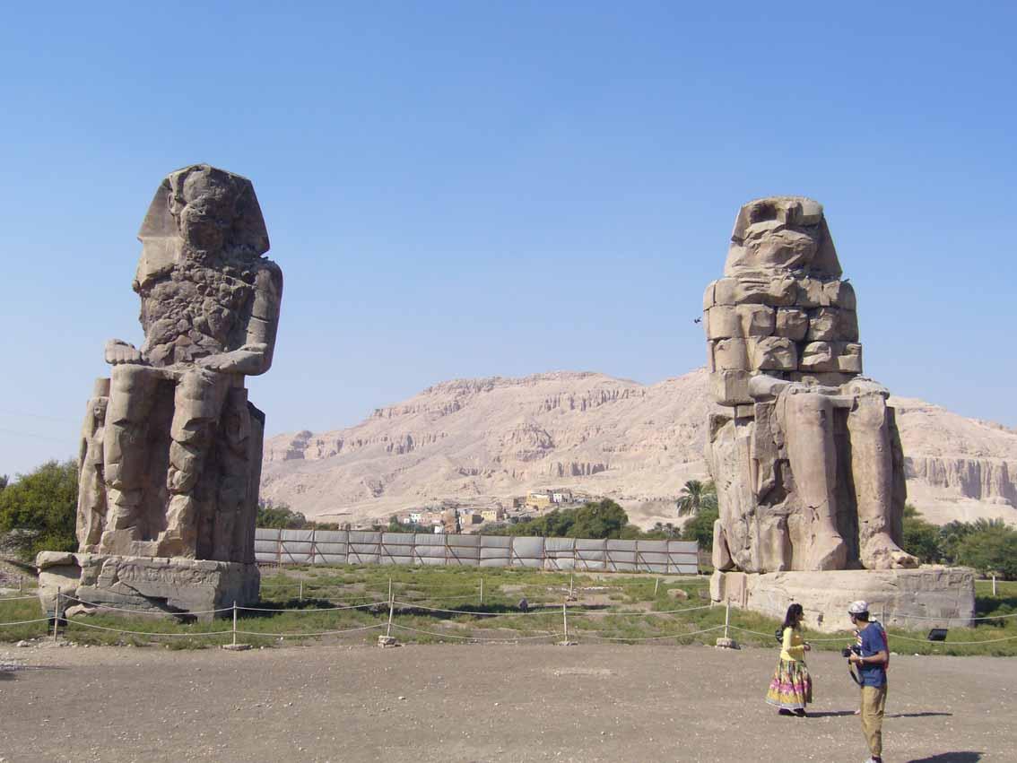 El tercer coloso de Memnon ya está en pie