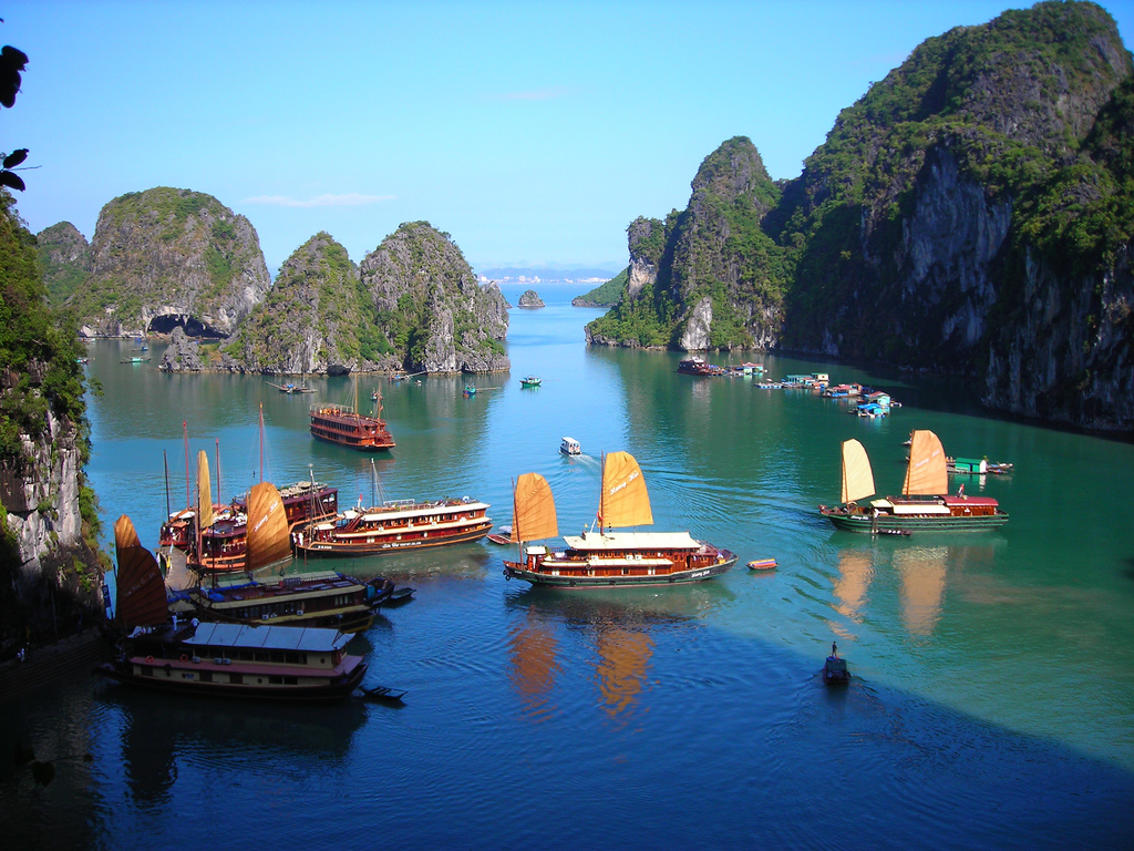 Halong_Bay_Overview 2